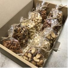 Коробка горіхів 1кг