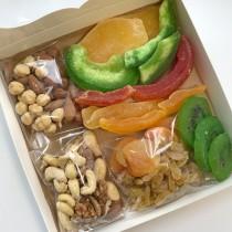 Набір горіхів, сухофруктів та цукатів 500г
